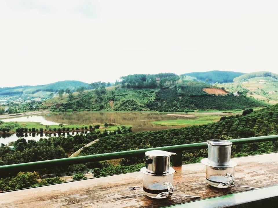 nhung-quan-cafe-bong-benh-giua-bien-may-12
