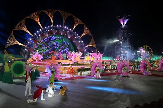 dem-khai-mac-festival-hoa-day-mau-sac-tai-da-lat-1